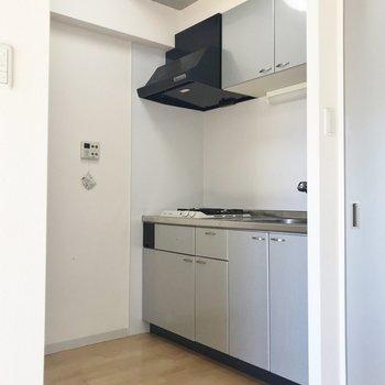 広々としたキッチン(※写真は7階の同間取り別部屋のものです)