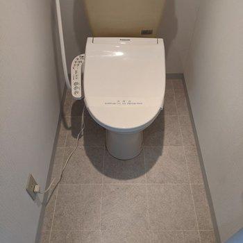 温水洗浄機能付きのトイレです。