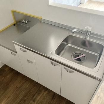 キッチンは作業スペースがしっかりあってお料理が捗りそうだ〜。
