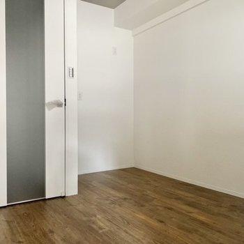 キッチンスペースはかなり広め。大きめの食器棚も置けちゃいます。