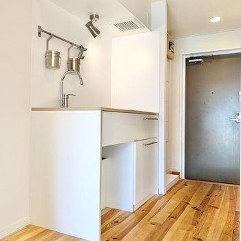 キッチン横に冷蔵庫が設置できそうです。※写真は前回募集時、反転間取り別部屋のもの