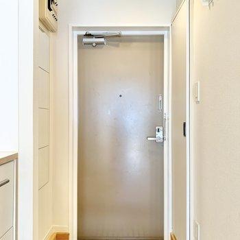 ひとり暮らしにちょうどいいサイズの玄関です。※写真は前回募集時、反転間取り別部屋のもの