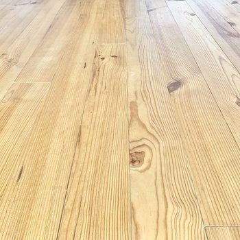 無垢床が空間を温かく魅せてくれます。※写真は前回募集時、反転間取り別部屋のもの