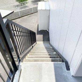 お部屋まではこちらの階段からどうぞ。