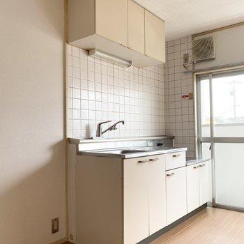 アイボリーカラーの素敵なキッチン。