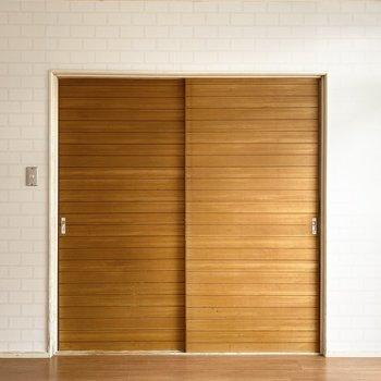 【洋室】ドアを開けて、DKと繋げるのもいいかも。