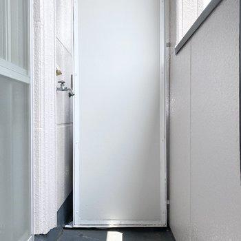 洗濯機置き場は室外にあります。専用の防水カバーをしておきましょう。