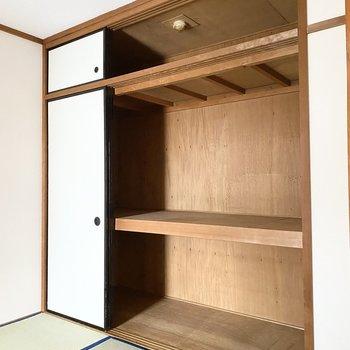 【和室】押し入れは大容量で、置き場に困りません。