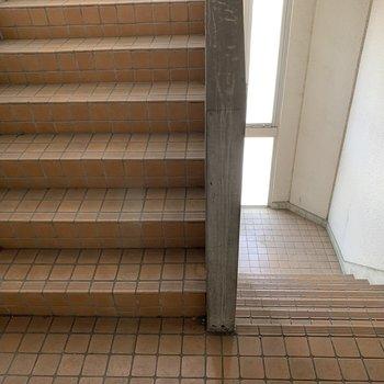階段も両側にあります♪