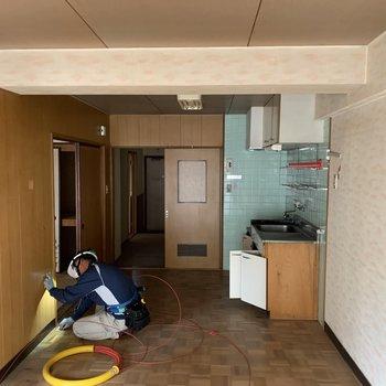 【工事前】無垢床と白いキッチンが入りますよ〜