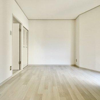 【洋室②】こちらは寝室かな。