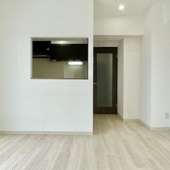 LDKはキッチンの窓がチャームポイント。