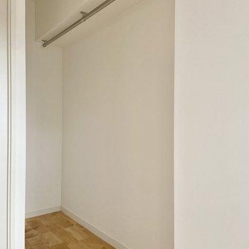 【洋室】高さのある収納になっていました。