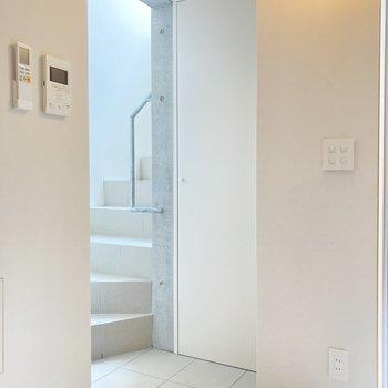 上階へはこちらから。