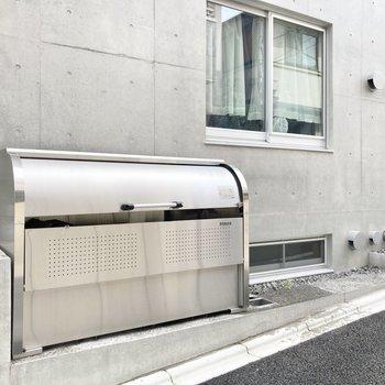 ゴミ捨て場も敷地内なので便利です。