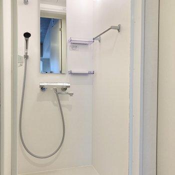 お風呂はシャワールームでサッと済ませましょう。