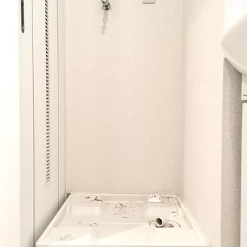 そのお隣に洗濯パン。(※写真は7階の同間取り別部屋のものです)