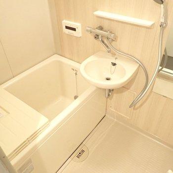 シートがリニューアル予定です。洗面台はないタイプになります!※写真は同間取り別部屋のものです。
