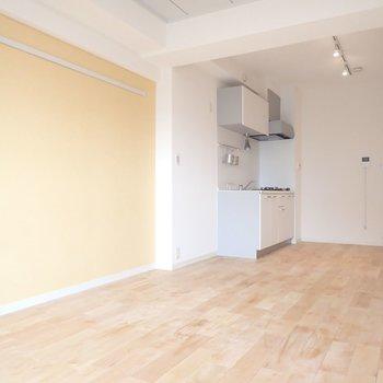 【イメージ】キッチンのある大きなワンルームです。※写真は同間取り別部屋のものです。