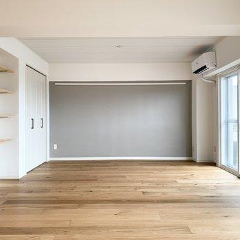 広いリビングは家具の配置も自由!