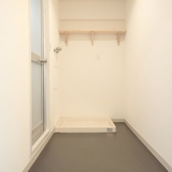脱衣所ある程度広さはありそうです※写真は同間取り別部屋のものです
