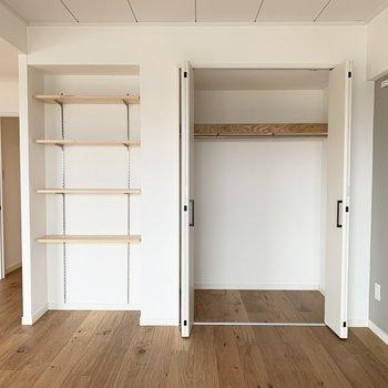 リビング部分にも可動棚や収納がつきます。
