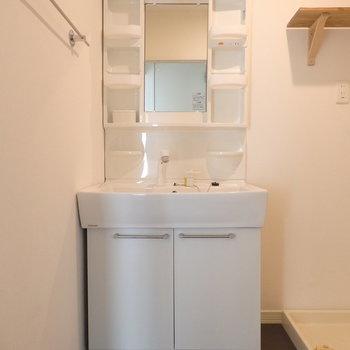 独立洗面台も綺麗ですよ