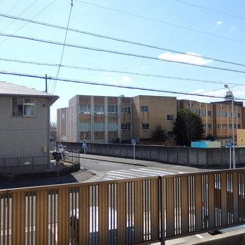 1階ですが、小高い場所に建物が建っていて眺望は抜けています