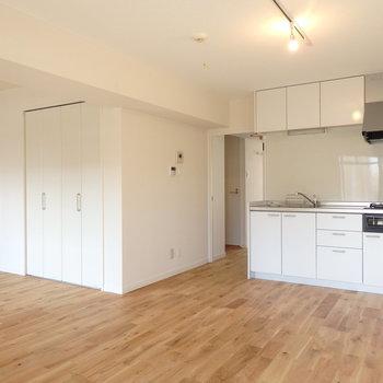 真っ白なキッチンが素敵ですね!