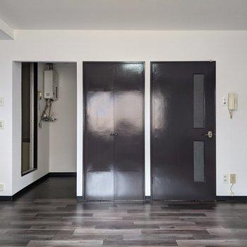 洋室は広めなのでゆったりと暮らせます。