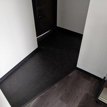 玄関スペースは広めです。よく使う靴は並べていてもいいですね。