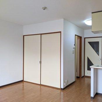 洋室は約10帖とゆったりとした広さです。
