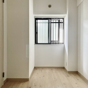 【洋室②】もうひとつ同じ大きさの洋室があります。