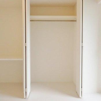 その横にはクローゼット(※写真は2階の同間取り別部屋のものです)