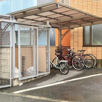 屋根付き駐輪場や扉付きゴミ置き場もうれしい!