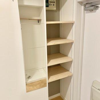 靴収納にはディスプレイもできる可動棚を設置!