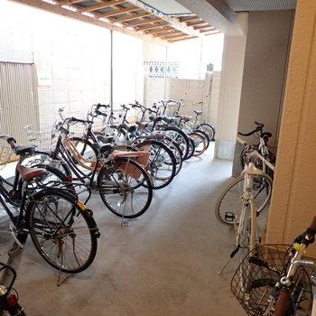【共用部】駐輪場はオートロックのなかにあるので、盗難など安心です◎