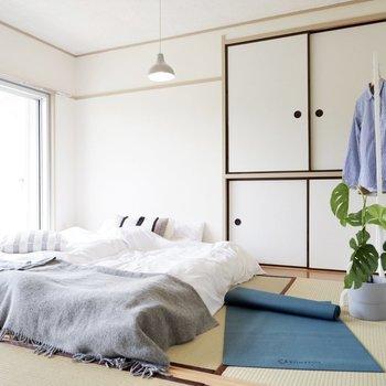 布団が2組、ダブルベッドだって入る幅感です。