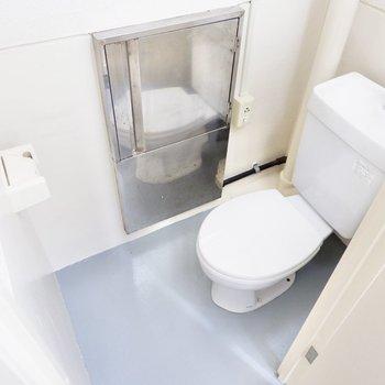 お手洗いは反対側にありました。