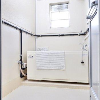 ゆったりと開放的な浴室。