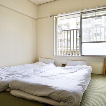 【和室②】布団を2つ並べても余裕の空間。