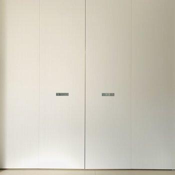 この扉、何だろう...(※写真は1階の同間取り別部屋のものです)