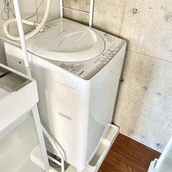 洗濯機もすっぽりと。