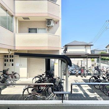 眺望はお隣マンションの駐輪場でした。