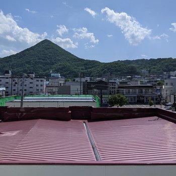 【DK】正面には藻岩山が見えます。景色はいい感じですよ。