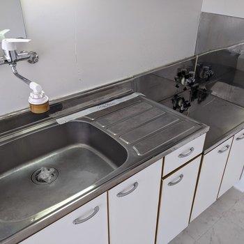 【DK】家事のしやすいキッチンです。コンロは持ち込みです〜。