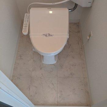 温水便座つきのトイレです。
