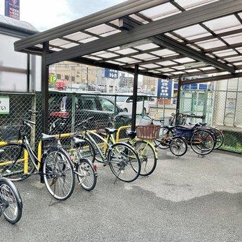 【共用部】駐輪場とバイク置き場はマンションの裏手です。