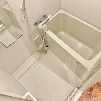 お風呂もスッキリしてて、蓋置きまであります!
