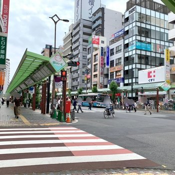 JR蒲田駅までの間には様々なジャンルのお店。